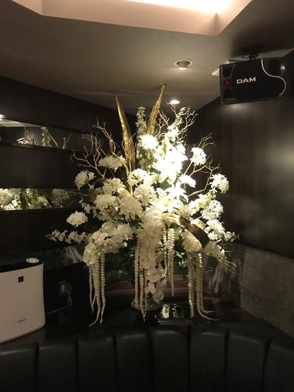 福岡市博多区中洲の会員制高級クラブの店内装飾をさせて頂きました。