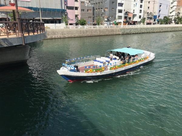 九州一の繁華街や観光スポットを通る遊覧船の装飾をさせて頂きました!